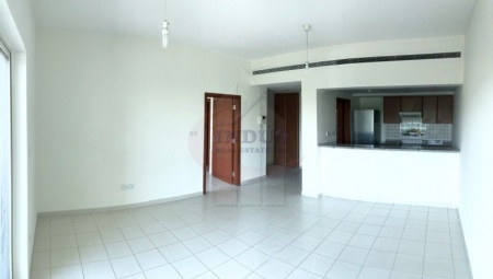 1BR with Kitchen Appliances Facing The Road