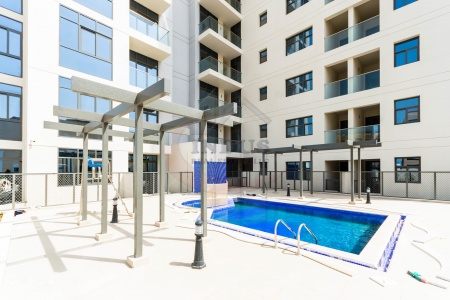 Brand New Bldg | Large 1BR+M with Terrace