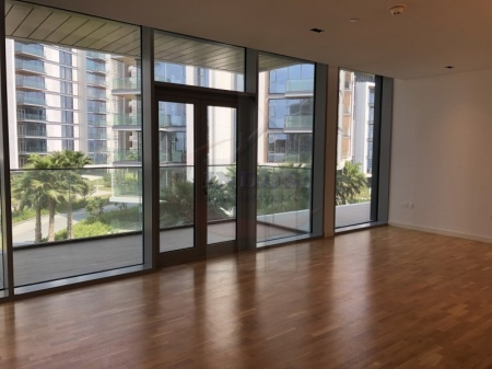 Large 1BR Apt with Garden and Partial Sea Views