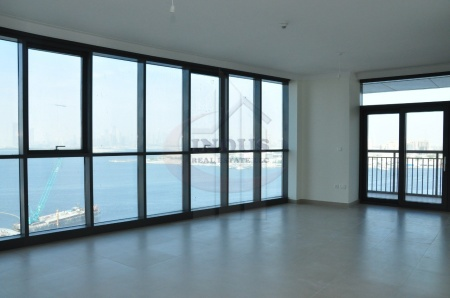 On High Floor 3BR+M with Panoramic Sea Views