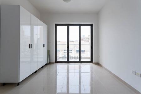 Spacious Studio Apartments Al Sima Tower